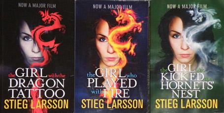 پنج نویسنده که پس از مرگ دنیای ادبیات را تکان دادند دختری با خالکوبی اژدها